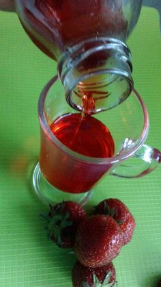Domáci jahodový sirup - Recept pre každého kuchára, množstvo receptov pre pečenie a varenie. Recepty pre chutný život. Slovenské jedlá a medzinárodná kuchyňa