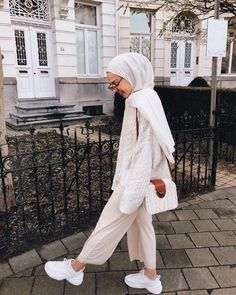 Ideas Fashion Modest Christian Boots Source by estellarab outfits hijab Modern Hijab Fashion, Street Hijab Fashion, Hijab Fashion Inspiration, Muslim Fashion, Modest Fashion, Modest Outfits Muslim, Fashion Muslimah, Fashion Ideas, Mode Outfits