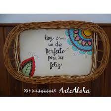 Resultado de imagen para bandejas pintadas a mano Eq Arte, Wicker Baskets, Home Decor, Ideas, Painted Wood, Picture On Wood, Ser Feliz, Painted Trays, Wicker