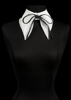 The Anne Fontaine collection features iconic white shirts, elegant dresses, and classic looks for women to wear to work - all marked by French design and European craftsmanship. Work Fashion, Fashion Art, Fashion Outfits, Evening Attire, Collars For Women, Collar And Cuff, Scarf Styles, Fashion Addict, Couture