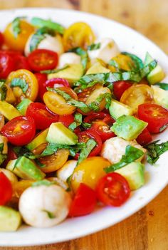 Tomato Basil Avocado Mozzarella Salad with Balsamic Dressing (S): use plan approved sweetener instead of honey Easy Healthy Dinners, Healthy Foods To Eat, Easy Dinner Recipes, Healthy Eating, Salad Recipes, Diet Recipes, Vegetarian Recipes, Cooking Recipes, Healthy Recipes