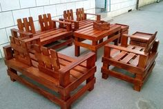 Have you some recycled pallets in your home? If is it true then use your pallets and turn it into a beautiful designed rustic furniture for your home.