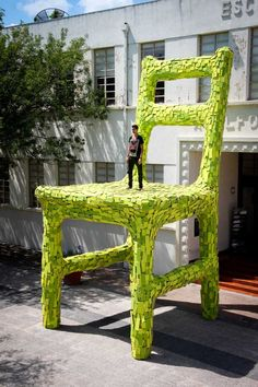 Artist Mark Reigelman creates a massive chair outside a building in Mexico Mark Reigelman has created NidoSilla a temporary site-specific installation as a part of the annual DECODE design festival in Monterrey nbsp hellip Houses In Poland, Sculpture Art, Sculptures, Nest Chair, Architecture Artists, Graffiti, Scenic Photography, Art Archive, Outdoor Art