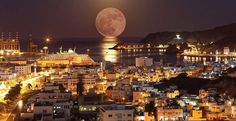 Super Moon over Mombasa. Colorful Pictures, Beautiful Pictures, Extended Stay, Super Moon, Stars And Moon, Moonlight, Paris Skyline, Dolores Park, Beirut