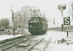 Tren de vía estrecha con destino a Seminario-Moncada atravesando la avenida del Doctor Peset Aleixandre, 1970. Entrada 20005 del foro Remember Valencia.