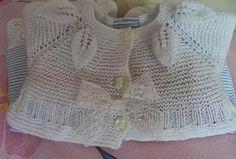 hoy ...tricot !!...........una chaquetita con el canesu de hojas..... lo primero que vamos a poner es el esquema del punto...este punto es un punto en relieve,aunque en un principio le hacemos los aumentos en las vueltas