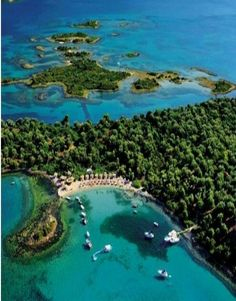 The island of Evia is on the Top 10 Sailing Cruises destinations of National Geographic! Greece Pictures, Beach Pictures, Seychelles, Beautiful Islands, Beautiful Places, Sailing Cruises, Cruise Destinations, Greece Islands, Greece Travel