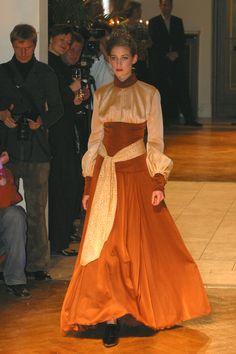 Dress: Burkhard Wildhagen