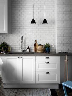 36 new ideas white wood marble interior Kitchen Chairs, Kitchen Flooring, Kitchen Backsplash, Kitchen Countertops, Kitchen Decor, Kitchen Cabinets, Concrete Countertops, Penny Backsplash, Kitchen Ideas