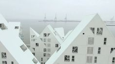 """This live-footage made by CRAC, in collaboration with 11h45, unveils the spatial dimension of the """"Iceberg"""" housing complex in Aarhus (Denmark) and its…"""