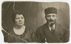 Studio portrait of Israel and Chuma Lubochinski, parents of Malka Lubochinski.