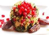 Quinoa-Salat mit Granatapfel und Datteln Berry, Quinoa Salat, Guacamole, Mexican, Super, Ethnic Recipes, Food, Cold Food, Always Cold