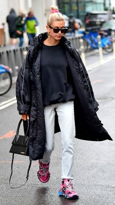 19 OF The Best Hailey Bieber Outfits (Hailey Baldwin Style) Estilo Hailey Baldwin, Hailey Baldwin Style, Mode Outfits, Casual Outfits, Fashion Outfits, Fashion Tips, Fashion Trends, Celebrity Style Casual, Celebrity Outfits