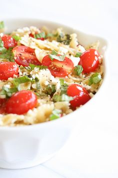 A light, refreshing and easy pasta salad, perfect for summer picnics and outings. This lemon basil pasta salad recipe is always a crowd pleaser! Easy Pasta Salad Recipe, Best Pasta Salad, Easy Pasta Recipes, Light Recipes, Clean Eating, Healthy Eating, Vegetarian Recipes, Cooking Recipes, Healthy Recipes