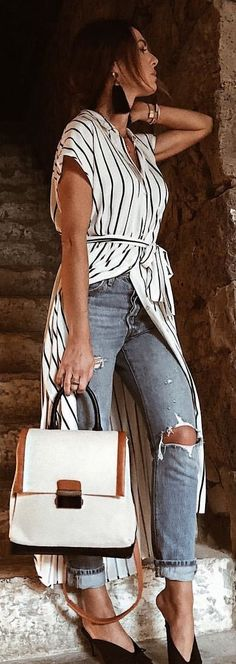 mode Allt om säsongens hetaste trender This date night outfit is one of the best cute outfits! White Outfits, Classy Outfits, Casual Outfits, Work Outfits, Black And White Cardigans, Black And White Tops, Spring Summer Fashion, Spring Outfits, Black Leather Jeans