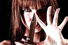 En Cali, las adolescentes también son protagonistas del crimen. En la ciudad se han identificado cinco pandillas conformadas solo por mujeres adolescentes ¿Por qué una niña le pierde el miedo a la muerte? Lee el siguiente informe: http://www.elpais.com.co/elpais/judicial/noticias/asi-son-ninas-maquillan-para-matar-cali