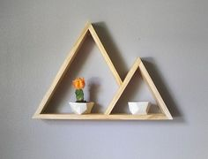 Clever DIY floating triangular shelves that you can try - Eingangshalle - Bookshelf Design, Wall Shelves Design, Wood Shelves, Floating Shelves, Handmade Shelving, Geometric Shelves, Hexagon Shelves, Geometric Form, Diy Home Decor