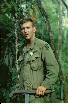 brensblogyo:  US Soldier Reenie Feltner with cut down M1 Carbine, early 1970, Vietnam