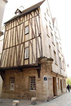 House of rue des Quartier Saint-Gervais - Paris Architecture Parisienne, Paris Architecture, Paris Travel, France Travel, Image Paris, Ile Saint Louis, Beautiful Paris, Ville France, Old Paris