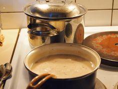 polski sos szary do ryb........     2 łyżki mąki     2 łyżki masła     400 ml wywaru z ryb     50 g pierników (bez polewy)     100 ml czerwonego wytrawnego wina     łyżka rodzynek     łyżka obranych migdałów     2 łyżki soku z cytryny     cukier     sól...bez tłuszczu  zrumieniamy mąkę, rozpuszczamy masło, dodajemy zrum. mąkę, dolewamy wino, wywar ryb,pokruszone pierniki. Gotujemy kilka min, Przecieramy przez sito lub miksujemy ,  dodajemy karmel , rodzynki i migdały,  sok z cytryny , sól  .