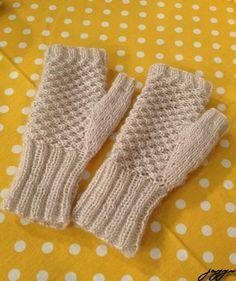 krem-parmaksiz-eldiven-yapimi