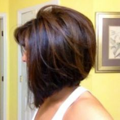 Light brown highlights on dark brunette hair. Love the color!! ✿ Concave Bob Hairstyles, Bob Hairstyles Brunette, Stacked Bob Hairstyles, Bob Hairstyles For Fine Hair, Trendy Hairstyles, Fall Hairstyles, Asymmetrical Hairstyles, Black Women Hairstyles, Braided Hairstyles