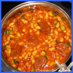 Ragoût de haricots blanc. + avec du chorizo, de la tomate et des dés de courgettes