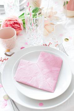 Valentines Day, Craft Ideas, Tableware, Diy, Crafts, Folding Napkins, Super Simple, Creative Ideas, Tutorials