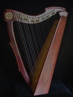 26 String Limerick Lap Harp Musicmakers >> This is somewhat how I envisioned Meallachan's ancient harp...