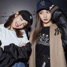 Twice - Nayeon & Tzuyu Twice Jyp, Twice Once, Tzuyu Twice, Kpop Girl Groups, Korean Girl Groups, Kpop Girls, Cute Tooth, Twice Korean, Mod Girl