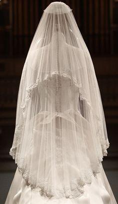 back view  Kate Middleton's wedding dress