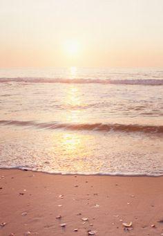 Je pense qu'on  ne peut pas compter que sur le soleil ou sa culture pour rayonner et j'ai pu le vérifier.  il n'est qu'une aide, un rappel pour éveiller le soleil intérieur et retrouver son corps de lumière. Mais chacun a sa nature...Sans lui, c'est la nuit perpétuelle.  N.