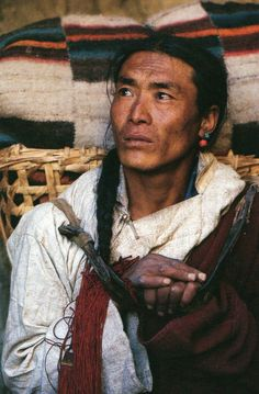 """Native American? North, South? Chinese/Mongolian? Beautiful.      """"Derriere l'objectif d'Eric Valli"""", photos et propos. Editions Hoëbeke, 2010."""
