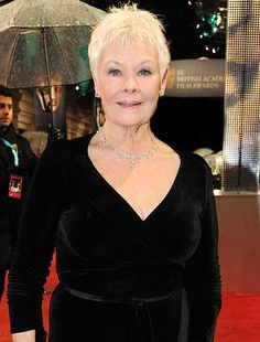 Judi Dench graced Indian design yet again! - http://www.bolegaindia.com/gossips/Judi_Dench_graced_Indian_design_yet_again-gid-35995-gc-15.html