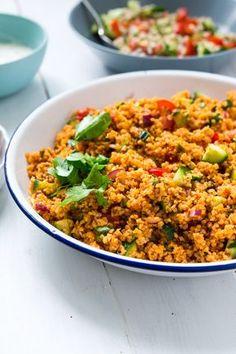 Kisir - tyrkisk bulgursalat. Tyrkisk bulgursalat med krydderurter, tomat og en masse smag. Spises som tilbehør til vegerdeller eller som tilbehør til grill.
