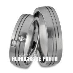 Aliança de prata para compromisso  Peso aproximado: 12 gramas o par Largura: 5.5 mm Pedra: 2 Zirconias ***GRATUITAS*** Anatômica  Acabamento Fosco