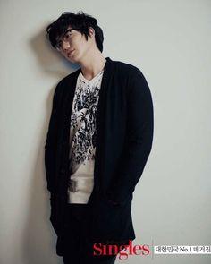 Sung Si Kyung Sung Si Kyung, Eun Ji, Kpop, Gorgeous Men, Floral Tie, Kdrama, Fangirl, Handsome, People