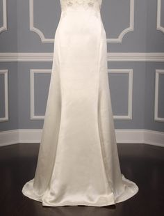 New, 100% Authentic Ulla Maija Anna Maier Grace 4404 wedding dress at up to 90% off. There are built in bra cups inside the bodice for support and comfort. #ullamaijaannamaier