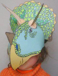 Le tricératops est un des dinosaures les plus fascinants. Retrouveez avec ce masque la collerette spectaculaire et les 3 cornes de ce fantastique dinosaure.