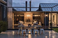 Located in Southland, New Zealand, Invercargill House is a rural-styled house designed by Mason & Wales Architects. The house is arranged . Modern Barn, Modern Farmhouse, Timber Cladding, Metal Buildings, Outdoor Rooms, Outdoor Living, Modern House Design, Home Projects, Building A House