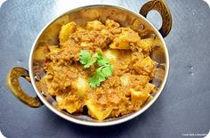 Dhariwala recipe: A very tasty and flavorful potato dish with generous use of cilantro leaves. Boiled and peeled potato cubes simmered in very flavorful cilantro based gravy,recipe @ http://cookclickndevour.com/2014/04/dhariwalapotatoes-cooked-in-cilantro-paste.html