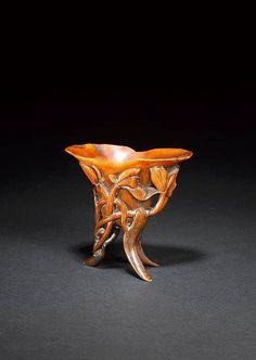 An extremely rare carved rhinoceros horn tripod vessel, jue. 18th century
