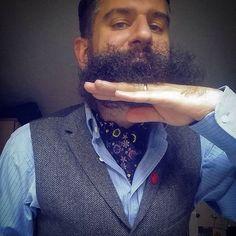 Lifting the beard up to see my beautiful cravat. #cravatselfie #beardlife #beardselfie #bob #beard #beardoil #beardy #beardeddad #dapper #dapperbeard #beardmaniac #beardandtats #beardporn #beardgang #beardfriends #bearded #beardedgent #cravat #wiwt #whatiworetoday #mensfashion #mensstyle #mystyle