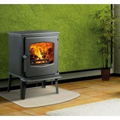 De #Dovre 525CB is voorzien van een groot glasraam waardoor er een mooi zicht op het vuur ontstaat. Ook heeft een de Dovre 525CB een zeer hoog rendement van wel 80%, hierdoor gaat er dus vrij weinig warmte verloren. #fireplace #fireplaces #houthaard