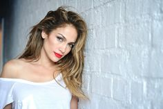 Do you want tips from an expert on how to style up in shorts? Well, Jennifer Lopez is the best person to help you out. Have a look! The post Take Tips From Jennifer Lopez On How To Style Shorts! Over 40 Hairstyles, 2015 Hairstyles, Celebrity Hairstyles, Pretty Hairstyles, Jennifer Lopez Wallpaper, Jennifer Lopez Photos, Beyonce, Divas, Ombre Blond