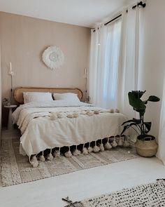 home decor quotes Dco chambre beige boh - Beige Walls Bedroom, Beige Room, Home Bedroom, Bedroom Wall, Bedroom Decor, Bedrooms, Living Room Decor, Decor Scandinavian, Home Decor Quotes