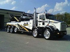 KENWORTH - AGR, did somebody photo shop some shitty looking tires on this truck… Big Rig Trucks, Tow Truck, Semi Trucks, Cool Trucks, Custom Big Rigs, Custom Trucks, Station Wagon, Towing And Recovery, Road Train