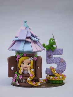 Bolo Rapunzel, Rapunzel Birthday Cake, Birthday Cake Girls, Tangled Birthday Party, Castle Crafts, Prince Cake, Fondant Decorations, Cute Clay, Fondant Toppers