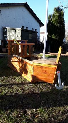 1000 images about pallet patio on pinterest pallet for Pallet boat plans