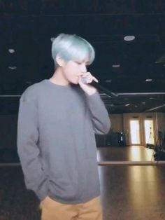Taehyungie❤ my baby is singing Daegu, K Pop, V Video, Foto E Video, Foto Bts, Bts Photo, Bts Boys, Bts Bangtan Boy, Bts Memes